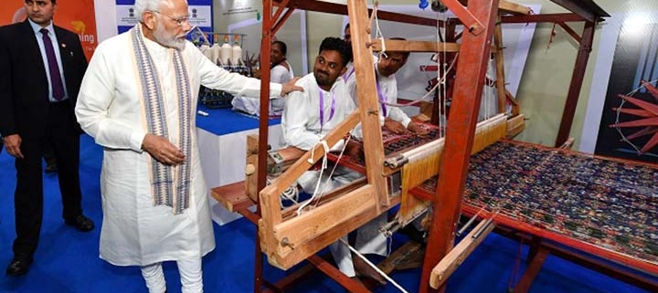 How has the government promoted handloom?